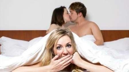 jeune couple étranger cherche femme